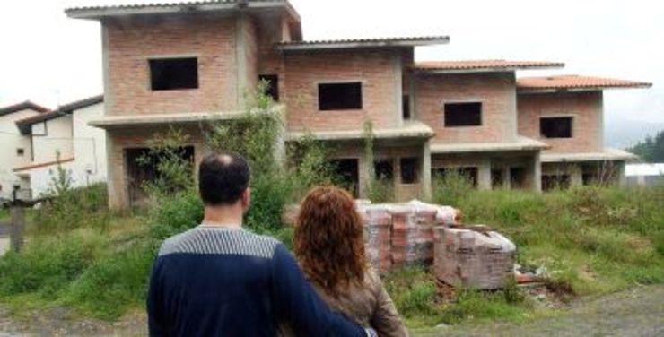 Urbanización A Carballeira de Oleiros tamén abandonada