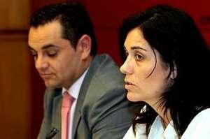 Angel Espadas, ex concelleiro con Gerardo Conde Roa, e Paula Prado, tamén ex concelleira e actual portavoz do PP/ concello de Santiago