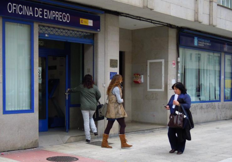 Por que contratan empresas que fan o mesmo traballo cos for Oficina de emprego galicia