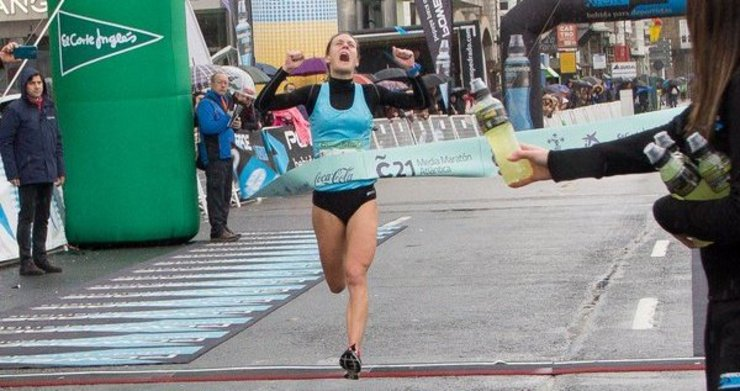 Paula Mayobre, recente campioa galega de cross e de Coruña21, seleccionada para o Mundial.