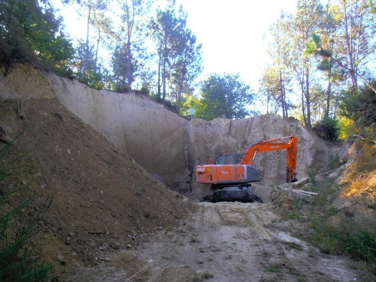 Destrucción de parte dos parapetos do castro da Croa, en Ponteareas /http://ponteareashistoriaviva.blogspot.com.es