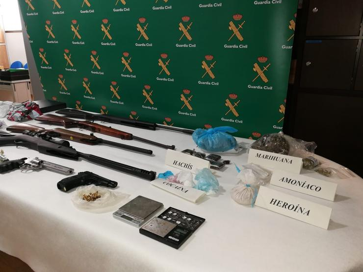 Material incautado nun control de armas e explosivos en Rianxo. GUARDIA CIVIL / Europa Press