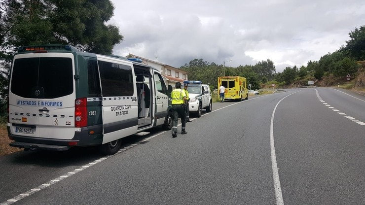 Dispositivo establecido despois dun accidente / Guardia Civil