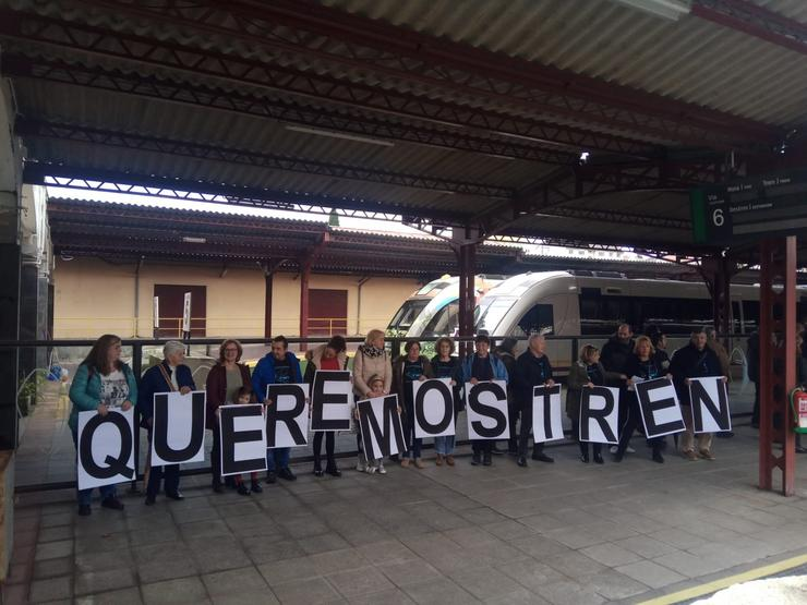 Participantes na protesta en defensa do tren A Coruña-As Mariñas / Europa Press