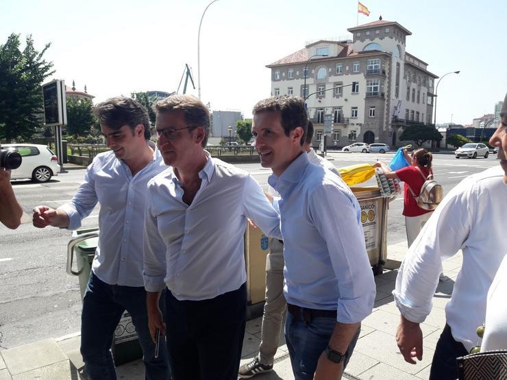Casado, Feijóo e Diego Calvo, na Coruña. EUROPA PRESS - Arquivo