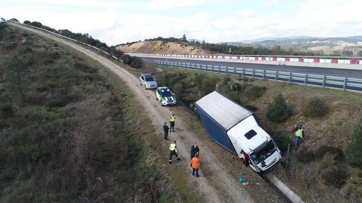 Un camión accidentado en Verín / GARDA CIVIL