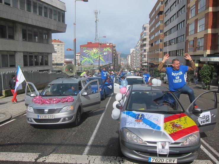 Manifestación en coches dos traballadores de Xustiza