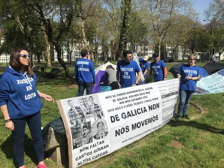 Acampada  ante San Caetano de funcionarios de xustiza en folga