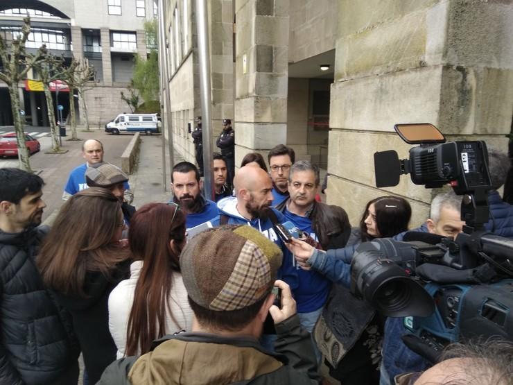 Os sindicatos atenden aos medios ás portas da EGAP