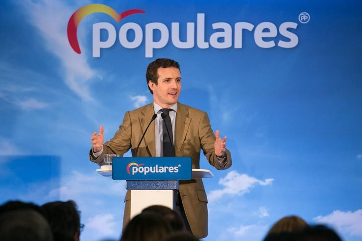 O presidente do Partido Popular, Pablo Casado, clausura un acto con afiliados. C. Serrano - Europa Press