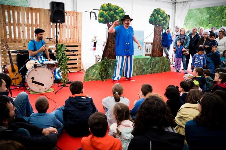 Actuación infantil, Títeres Alakrán. Fonte: Concello de Muras