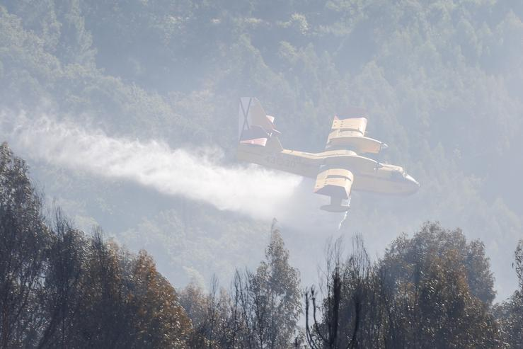 Un hidroavión nun incendio forestal / Europa Press.