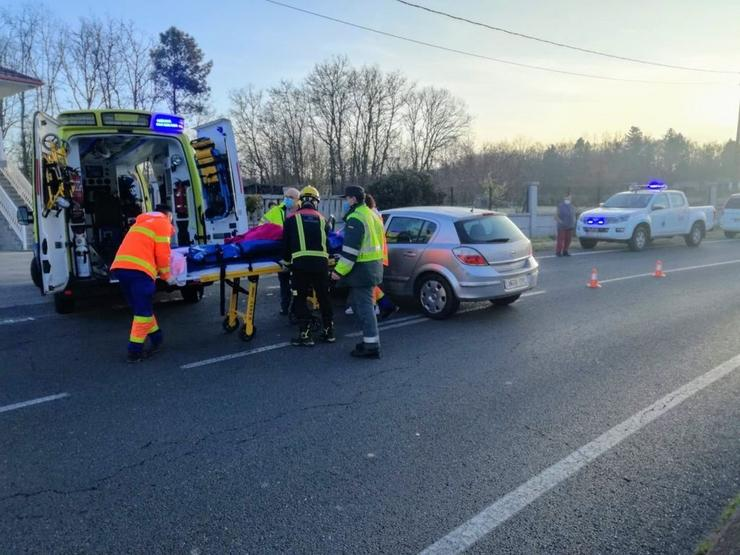 Accidente por colisión de dous turismos na estrada OU-101.. GARDA CIVIL / Europa Press