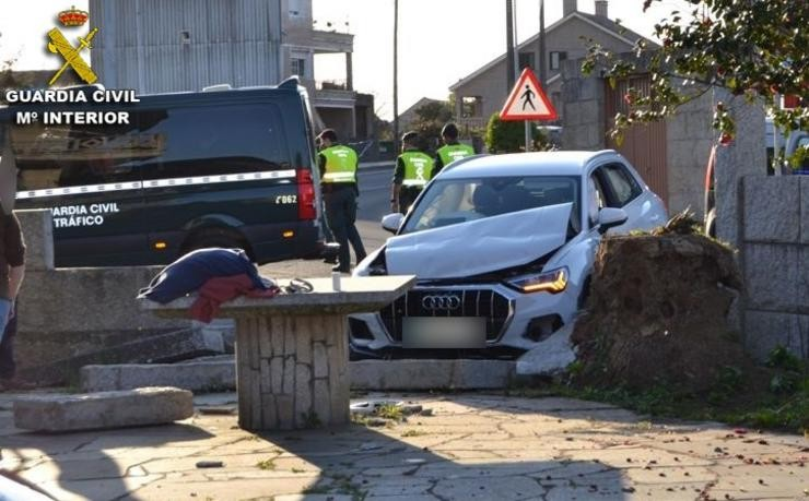 Accidente dun condutor novel ao tratar de evadir un control en Cambados (Pontevedra) .. GARDA CIVIL / Europa Press