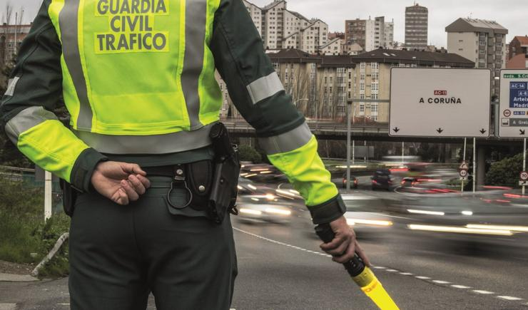 Control de tráfico da Garda Civil.. GARDA CIVIL / Europa Press