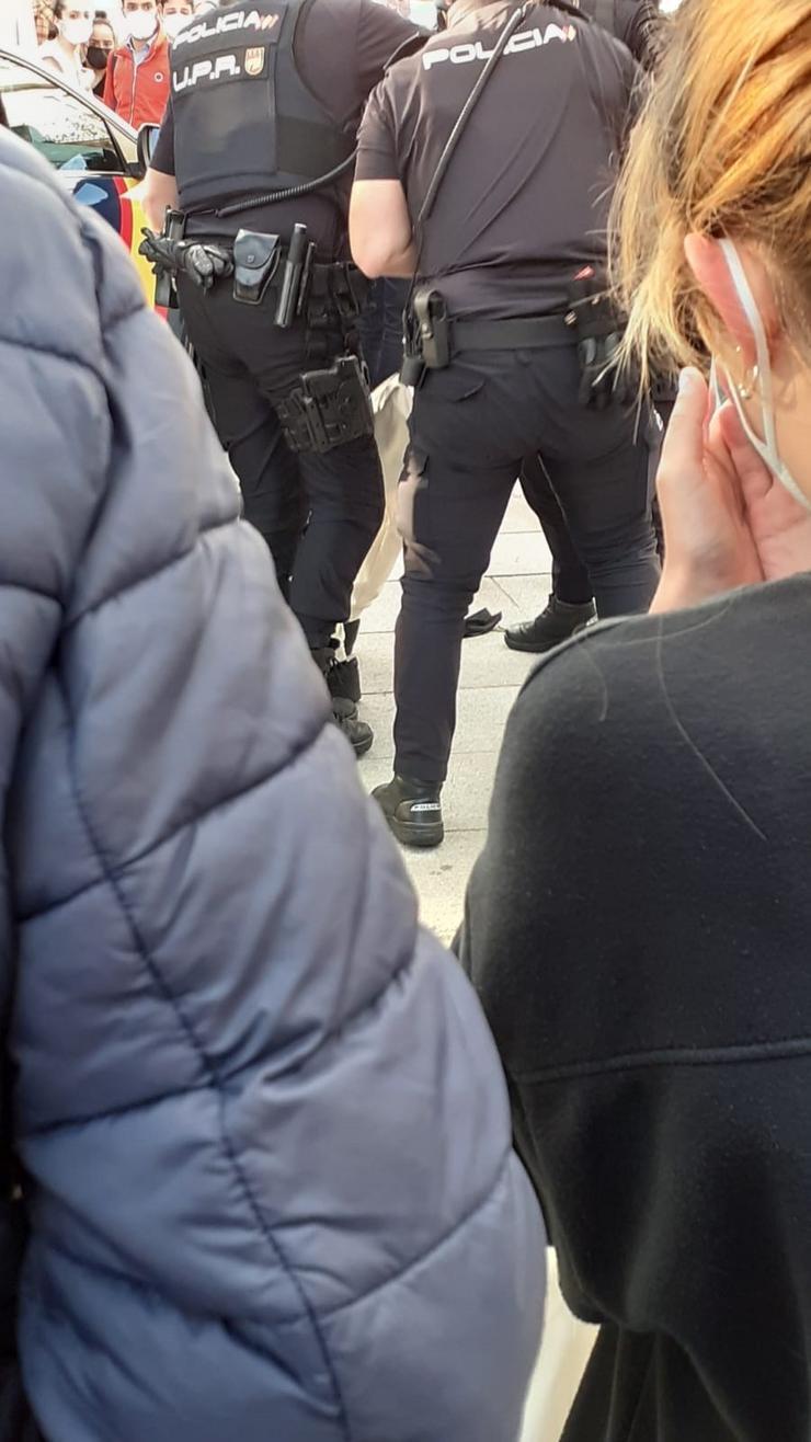 O Foro Galego de Inmigración denuncia 'violencia racial' da Policía a un menor nunha detención en Santiago. FORO GALEGO DE INMIGRACIÓN